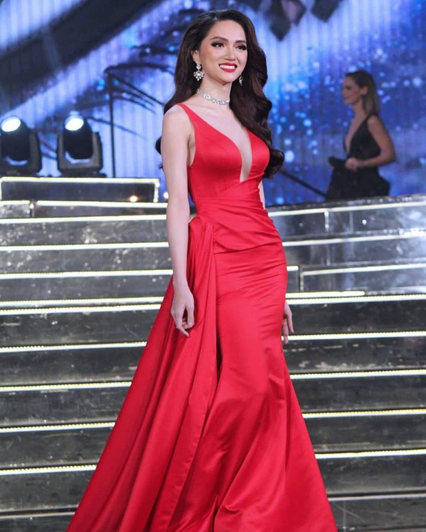 Netizen khẩu chiến vì clip Hương Giang tại Hoa hậu chuyển giới 2018: Giây trước tươi rói với fan, giây sau quay ngoắt 180 độ - Ảnh 4.