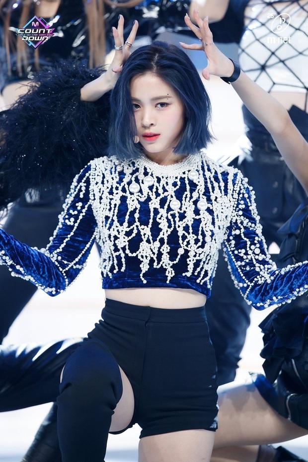 8 cô nàng đẹp trai nhất Kpop: Mỹ nhân TWICE khiến fangirl đổ rầm rầm, chị đại MAMAMOO nhờ đâu mà tóc dài vẫn soái đến lạ? - Ảnh 8.