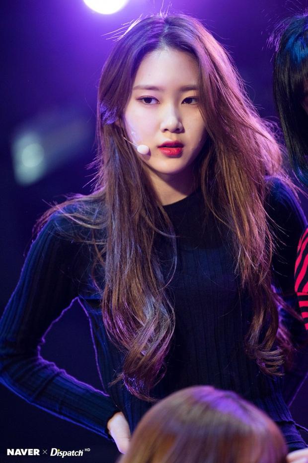 8 cô nàng đẹp trai nhất Kpop: Mỹ nhân TWICE khiến fangirl đổ rầm rầm, chị đại MAMAMOO nhờ đâu mà tóc dài vẫn soái đến lạ? - Ảnh 24.