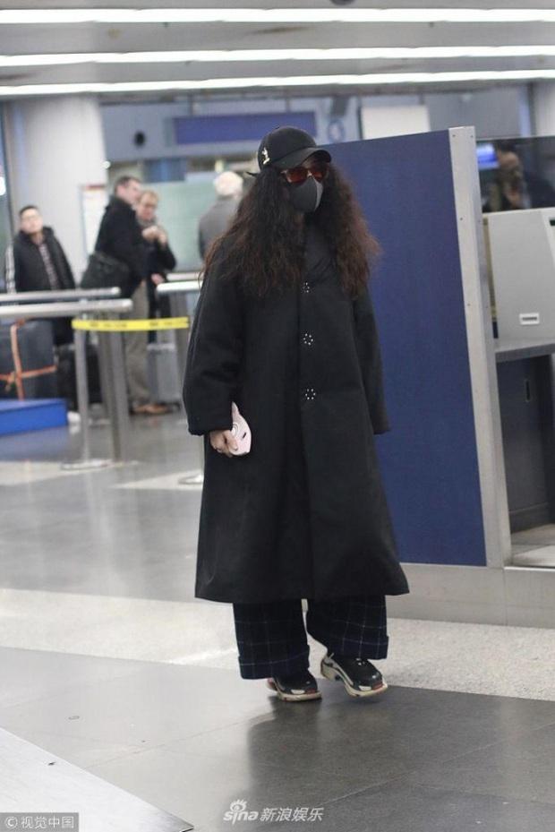 So kè dàn thảm họa thời trang sân bay Cbiz - Kbiz: Đỉnh cao phèn chúa gọi tên Trịnh Sảng, nhưng có bằng vấn nạn của TWICE? - Ảnh 2.