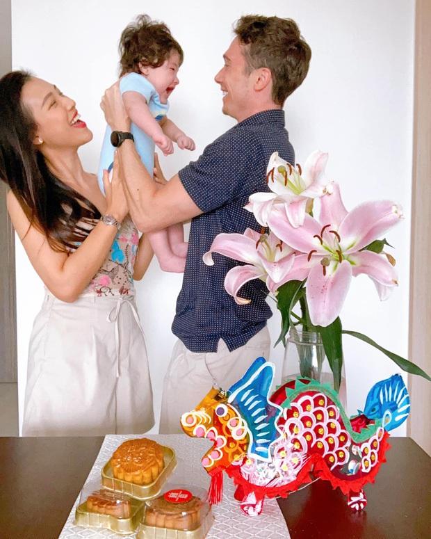 Nhóc tỳ nhà MC Hoàng Oanh gây sốt với sống mũi cực phẩm, 3 tháng tuổi đã được hội bố mẹ đặt gạch làm con rể tương lai - Ảnh 5.