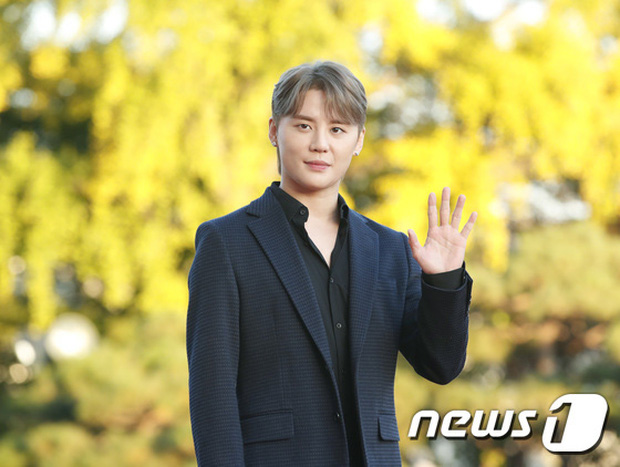 Quân đoàn sao đổ bộ thảm đỏ khủng: Hyun Bin ngời ngời sau tin kết hôn, Junsu - SEVENTEEN cứu 2 màn dìm visual gây choáng - Ảnh 14.