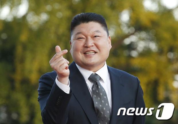 Quân đoàn sao đổ bộ thảm đỏ khủng: Hyun Bin ngời ngời sau tin kết hôn, Junsu - SEVENTEEN cứu 2 màn dìm visual gây choáng - Ảnh 18.
