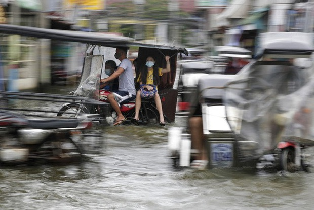 Hàng chục nghìn người phải sơ tán do bão Molave, Philippines ra cảnh báo bão cao nhất - Ảnh 1.