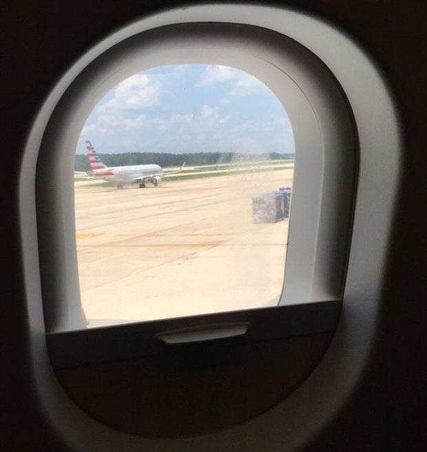 Những phép lịch sự tối thiểu khi đi máy bay mà nhiều người trong chúng ta đã không hay biết, theo chia sẻ của các tiếp viên hàng không - Ảnh 1.