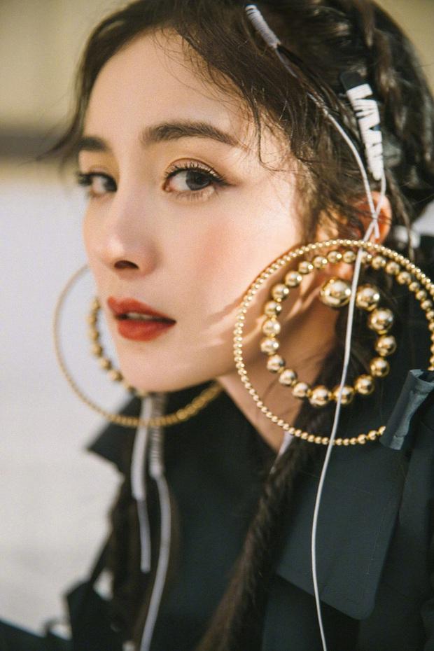 Nữ thần nhan sắc Dương Mịch chặt chém dàn khách mời với visual cực chất, kéo tới ảnh chụp trong sự kiện còn ấn tượng hơn - Ảnh 3.