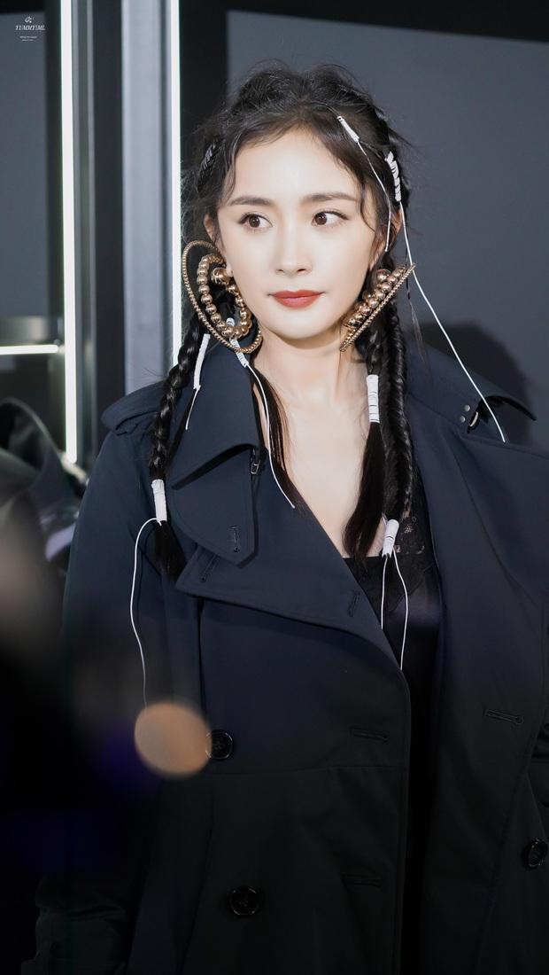 Nữ thần nhan sắc Dương Mịch chặt chém dàn khách mời với visual cực chất, kéo tới ảnh chụp trong sự kiện còn ấn tượng hơn - Ảnh 7.