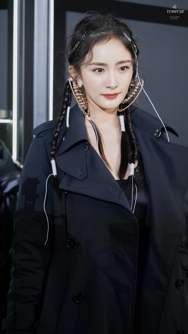 Nữ thần nhan sắc Dương Mịch chặt chém dàn khách mời với visual cực chất, kéo tới ảnh chụp trong sự kiện còn ấn tượng hơn - Ảnh 8.