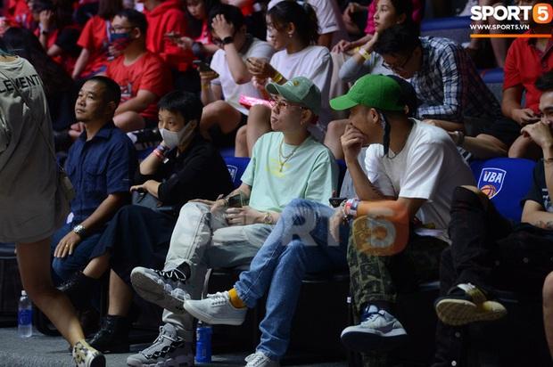 Soobin Hoàng Sơn đến VBA Arena theo dõi trận chung kết sớm - Ảnh 6.