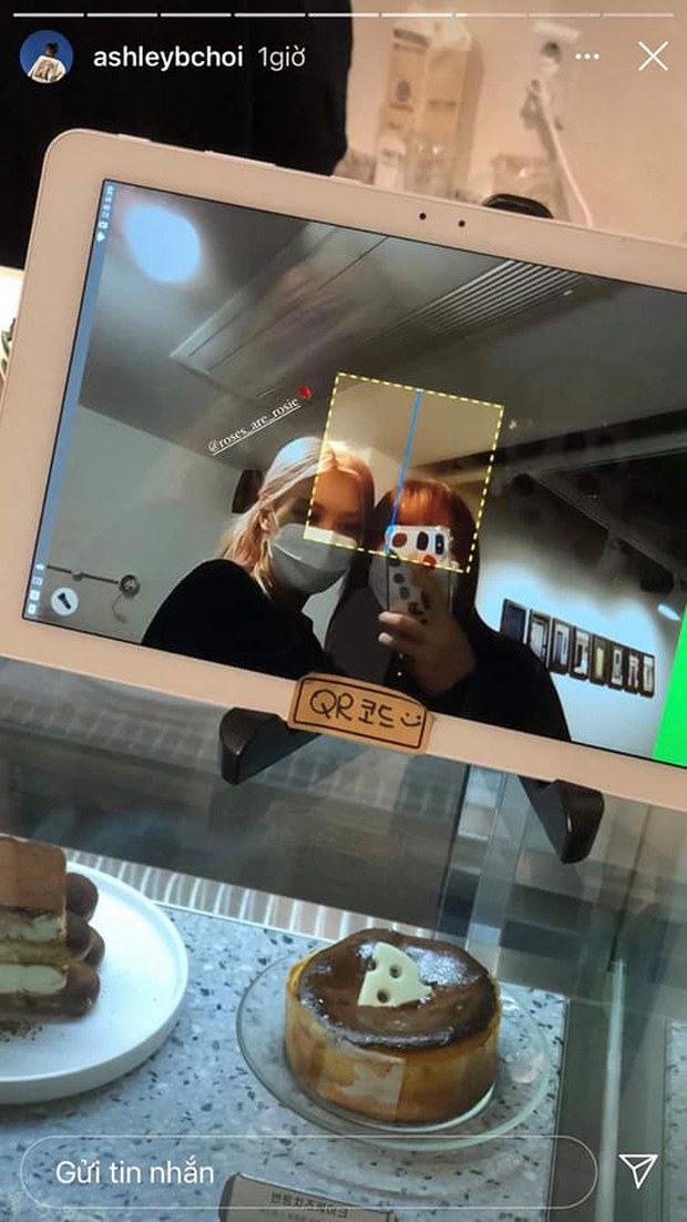 """Rosé (BLACKPINK) gây bão khi hẹn hò check-in quán ăn Việt, nhan sắc ngoài đời khiến fan """"câm nín"""" - Ảnh 2."""