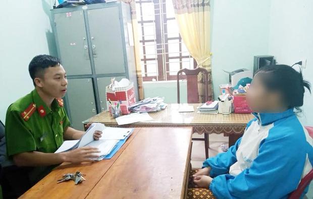 Người phụ nữ bị triệu tập do lên mạng đăng việc địa phương không cứu trợ cụ già - Ảnh 1.