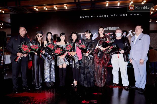 Yu Dương diện mốt ma mị khoe vòng một hững hờ, chặt đẹp Han Sara và dàn mỹ nhân ở thảm đỏ phim kinh dị Thang Máy - Ảnh 1.