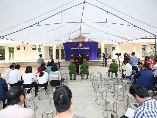 """Tuyên án 18 tháng tù đối với giám đốc rút súng dọa """"bắn vỡ sọ"""" người đi đường ở Bắc Ninh - Ảnh 2."""