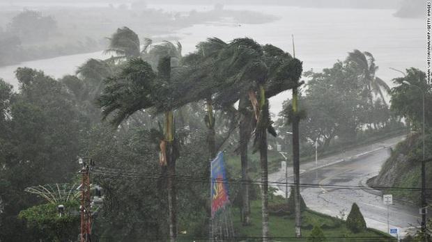 Báo quốc tế nói về bão số 9 Molave tại Việt Nam: Cơn bão mạnh nhất thập kỷ đánh vào một quốc gia kiên cường - Ảnh 4.