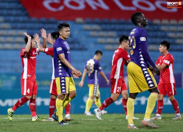 Quang Hải mặt đỏ gay sau trận hoà tiếc nuối, cầu thủ Hà Nội FC tổ chức sinh nhật cho người đặc biệt - Ảnh 5.