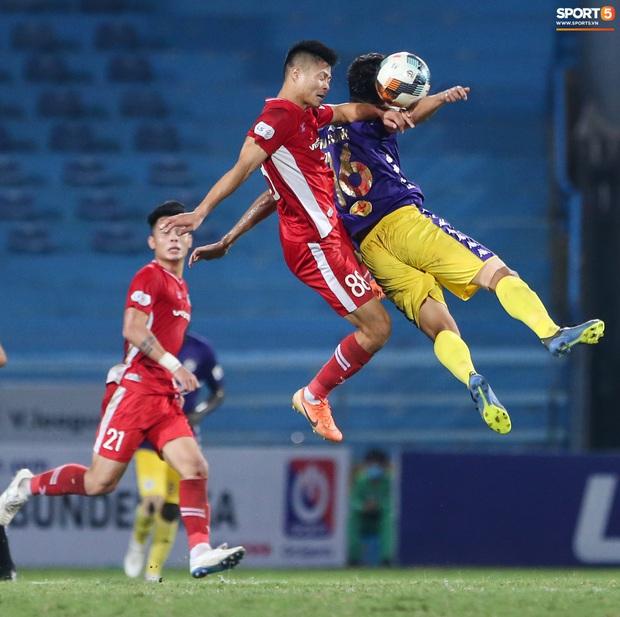 Quang Hải mặt đỏ gay sau trận hoà tiếc nuối, cầu thủ Hà Nội FC tổ chức sinh nhật cho người đặc biệt - Ảnh 8.