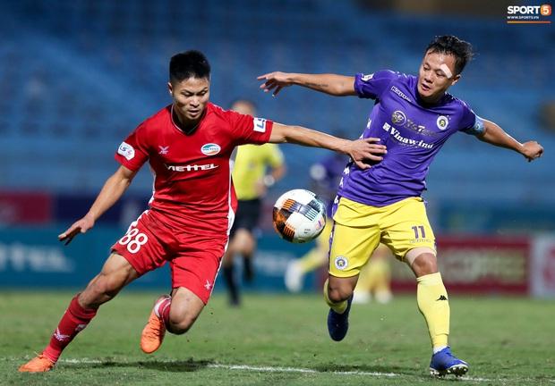 Quang Hải mặt đỏ gay sau trận hoà tiếc nuối, cầu thủ Hà Nội FC tổ chức sinh nhật cho người đặc biệt - Ảnh 1.