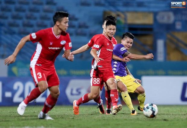 Quang Hải mặt đỏ gay sau trận hoà tiếc nuối, cầu thủ Hà Nội FC tổ chức sinh nhật cho người đặc biệt - Ảnh 4.