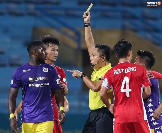 Quang Hải đòi trọng tài rút thẻ đỏ cho Bùi Tiến Dũng ngay trước mặt đàn anh và cái kết - Ảnh 4.