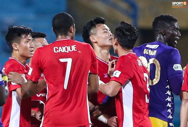 Quang Hải đòi trọng tài rút thẻ đỏ cho Bùi Tiến Dũng ngay trước mặt đàn anh và cái kết - Ảnh 6.