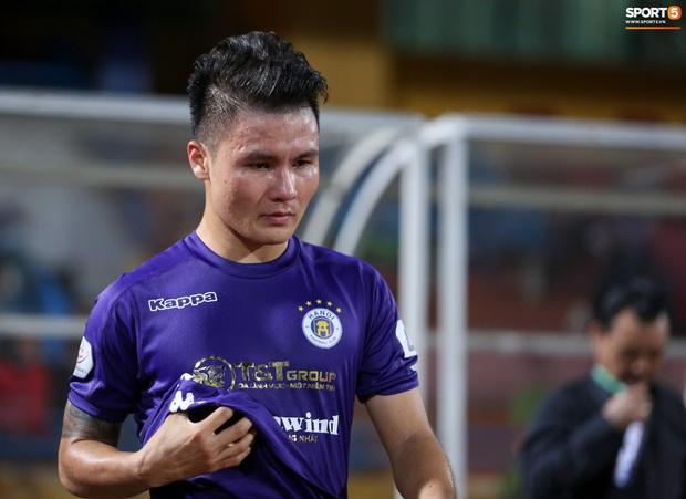 Quang Hải mặt đỏ gay sau trận hoà tiếc nuối, cầu thủ Hà Nội FC tổ chức sinh nhật cho người đặc biệt - Ảnh 3.