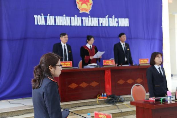 """Tuyên án 18 tháng tù đối với giám đốc rút súng dọa """"bắn vỡ sọ"""" người đi đường ở Bắc Ninh - Ảnh 3."""