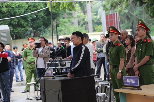 """Tuyên án 18 tháng tù đối với giám đốc rút súng dọa """"bắn vỡ sọ"""" người đi đường ở Bắc Ninh - Ảnh 1."""