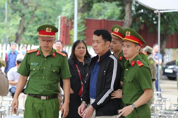 """Tuyên án 18 tháng tù đối với giám đốc rút súng dọa """"bắn vỡ sọ"""" người đi đường ở Bắc Ninh - Ảnh 6."""