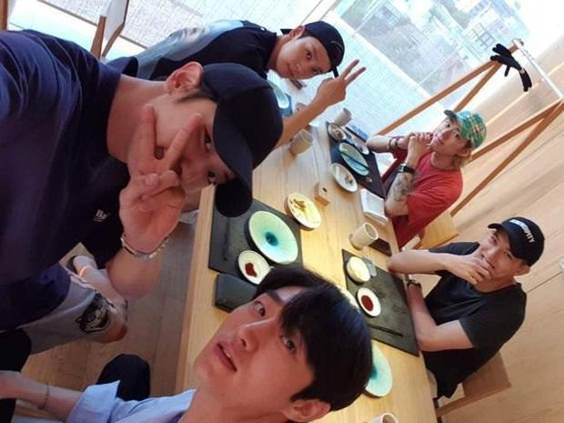 Sau phốt ngủ lang, Chanyeol (EXO) bị Knet đào lại vụ thân với kẻ cầm đầu chatroom tình dục Jung Joon Young và Jonghyun (CNBLUE) - Ảnh 2.