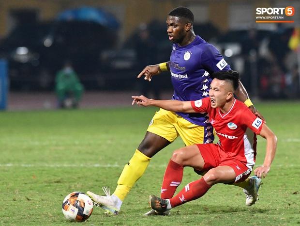 Chủ tịch 9x của Hà Nội FC ăn mừng hụt, hồi hộp đến mức không dám xem khi Hà Nội FC gặp khó - Ảnh 1.