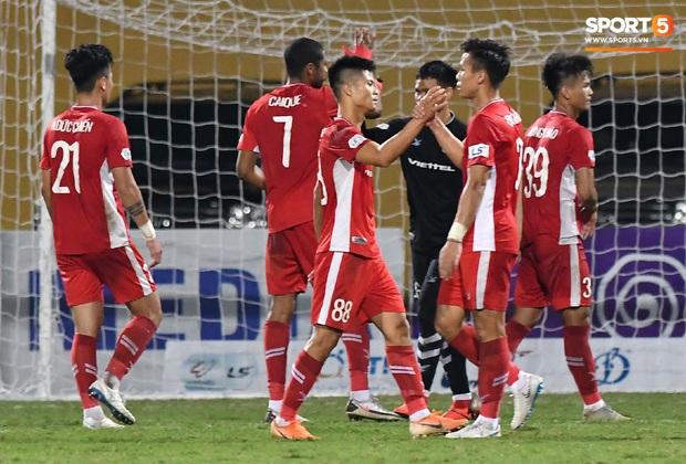 Chủ tịch 9x của Hà Nội FC ăn mừng hụt, hồi hộp đến mức không dám xem khi Hà Nội FC gặp khó - Ảnh 8.