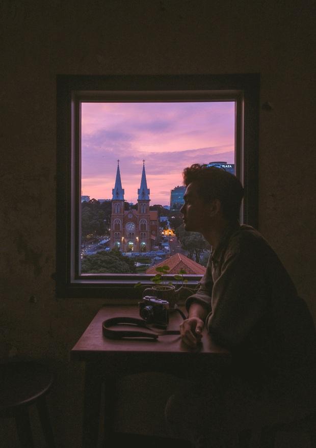 """Sài Gòn xuất hiện quán cà phê có ô cửa sổ nhìn thẳng ra nhà thờ Đức Bà tuyệt đẹp, dự là sẽ """"gây bão"""" ầm ầm cho xem! - Ảnh 2."""