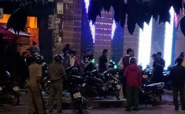 Hai nhóm côn đồ nhìn đểu dẫn tới hỗn chiến gây nổ ở quán karaoke vùng ven Sài Gòn - Ảnh 1.