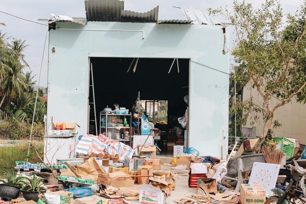 Người Bình Định lo lắng khi khắc phục hậu quả sau bão số 9: Nhà tốc mái hết rồi, chắc đợi qua cơn bão tiếp theo rồi tính - Ảnh 7.