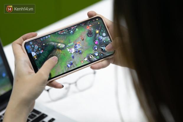 Nghe gái xinh từng nghiện cả LMHT lẫn Liên Quân Mobile trải nghiệm game Tốc Chiến: Chơi trên iPhone cực kì mượt, game hay miễn bàn! - Ảnh 6.