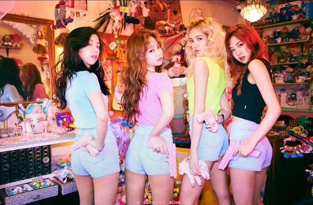 Sự chú ý của netizen đã va vào cái mái 10 tỷ của Lisa giữa lúc xem lại ảnh BLACKPINK thời pre-debut nhân dịp SM ra nhóm nữ mới - Ảnh 5.