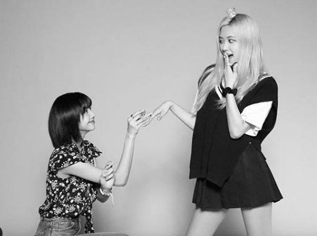 Rosé bị réo tên vì loạt ảnh ghép với Chanyeol (EXO) giữa bão scandal, khởi nguồn cơ sự là từ sân khấu ngọt lịm này đây! - Ảnh 12.