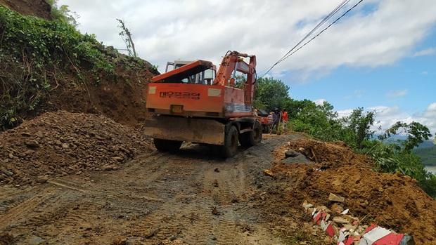 Vụ lở núi khiến 11 người bị vùi lấp ở Phước Lộc: Đã tìm thấy 5 thi thể, còn 6 người mất tích - Ảnh 1.