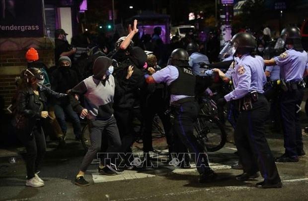 Lệnh giới nghiêm ở Philadelphia sau khi cảnh sát bắn chết 1 thanh niên da màu - Ảnh 1.