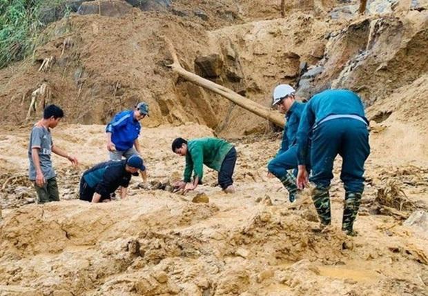 Hiện trường vụ sạt lở ở Phước Sơn, Quảng Nam khiến 11 người mất tích - Ảnh 4.