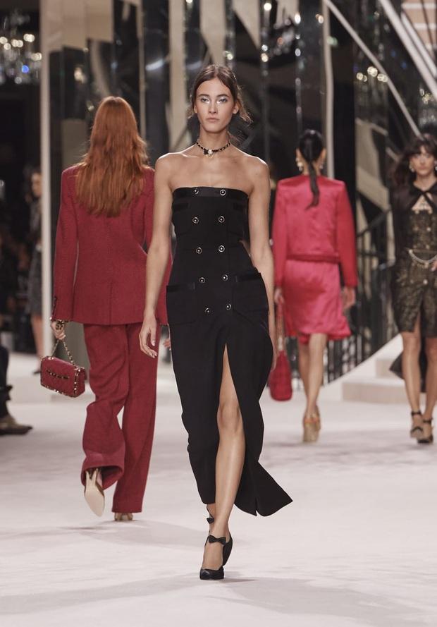 Cùng diện đầm Chanel: Gia Quý phi của Như Ý Truyện sang quá đỗi, Jennie bất ngờ lép vế chỉ vì đôi sandals tòe cả ngón chân - Ảnh 4.