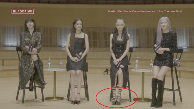 Cùng diện đầm Chanel: Gia Quý phi của Như Ý Truyện sang quá đỗi, Jennie bất ngờ lép vế chỉ vì đôi sandals tòe cả ngón chân - Ảnh 8.