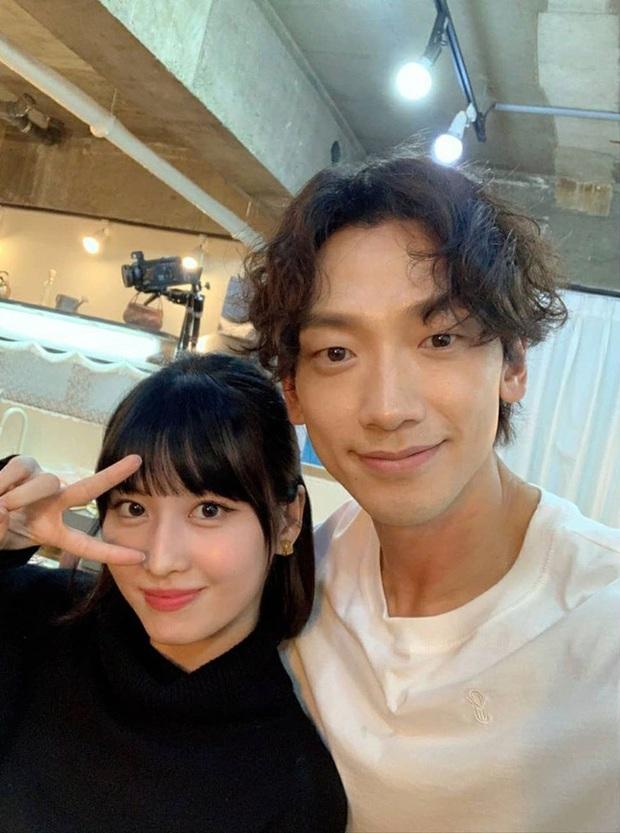 Bi Rain - Momo (TWICE) đăng ảnh selfie chung cực ngọt, dân tình rần rần: Liệu Kim Tae Hee và Heechul... có ghen không? - Ảnh 4.