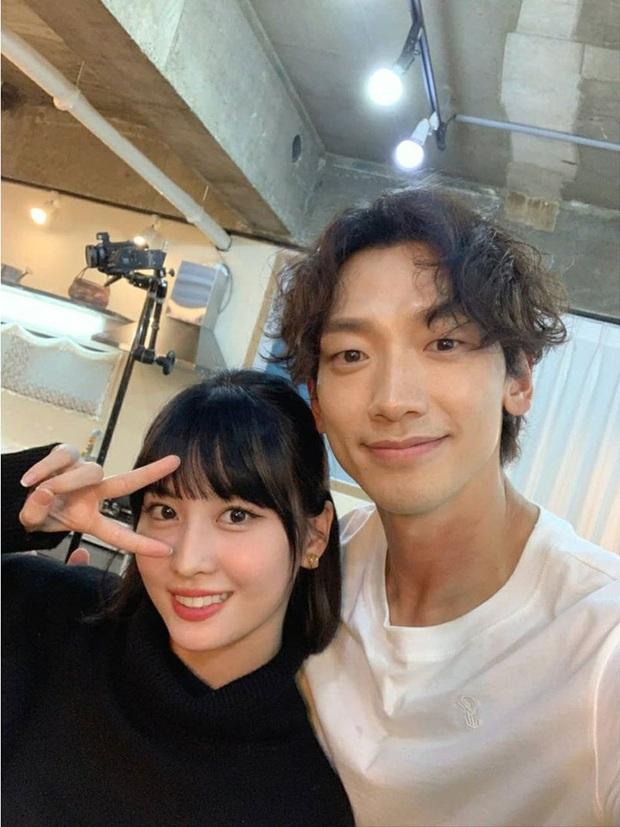 Bi Rain - Momo (TWICE) đăng ảnh selfie chung cực ngọt, dân tình rần rần: Liệu Kim Tae Hee và Heechul... có ghen không? - Ảnh 2.