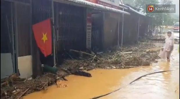 Clip: Những hình ảnh đầu tiên về hiện trường vụ sạt lở khiến 8 người chết ở xã Trà Vân, Nam Trà My - Ảnh 5.