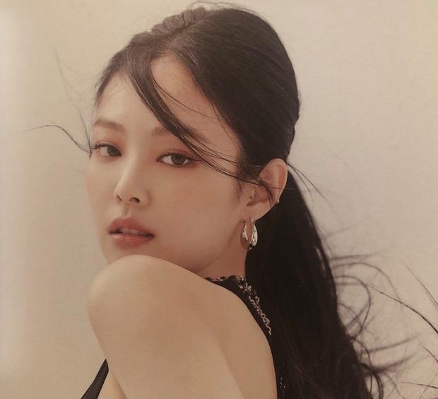 Knet ngất lịm vì nhan sắc xuất thần của Jennie trong album mới: Đẹp thế này, định soán ngôi visual của Jisoo hay gì? - Ảnh 2.