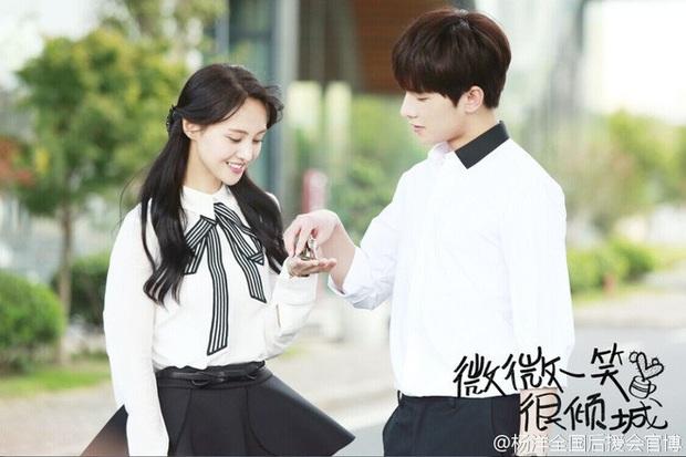 Dương Dương - Địch Lệ Nhiệt Ba diện đồ học sinh cực yêu ở phim trường nhưng netizen lại réo tên Trịnh Sảng - Ảnh 9.