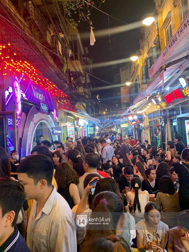 Binz và Miu Lê khiến Tạ Hiện thất thủ khi mọi con đường dẫn đến nơi diễn ra đêm nhạc đều tắc cứng - Ảnh 7.