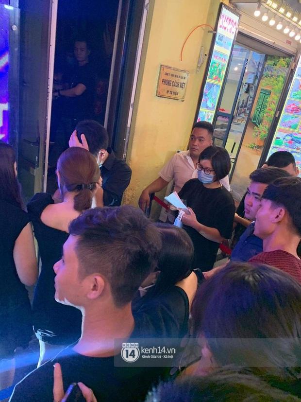Binz và Miu Lê khiến Tạ Hiện thất thủ khi mọi con đường dẫn đến nơi diễn ra đêm nhạc đều tắc cứng - Ảnh 8.