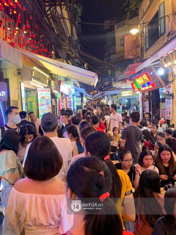 Binz và Miu Lê khiến Tạ Hiện thất thủ khi mọi con đường dẫn đến nơi diễn ra đêm nhạc đều tắc cứng - Ảnh 3.